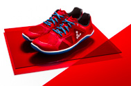 vivobarefoot one ultimate all-round trainer in red/blue